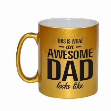 Awesome dad cadeau mok / beker goud voor vaderdag 330 ml
