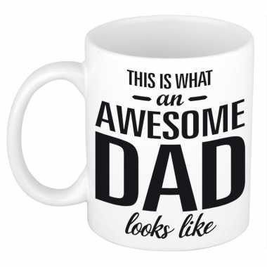 Awesome dad cadeau mok / beker voor vaderdag 300 ml