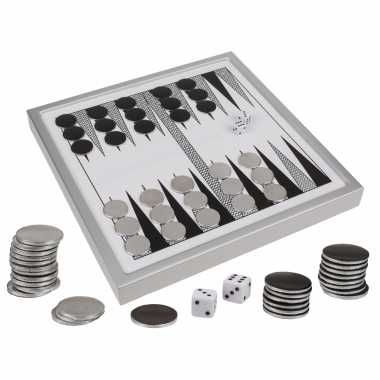 Backgammon spel met metalen fiches