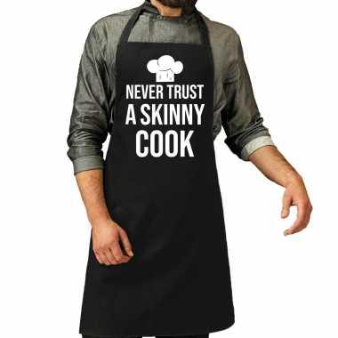 Never trust a skinny cook barbecue / bbq schort zwart voor heren
