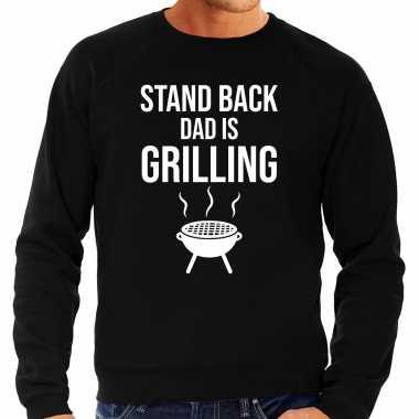 Stand back dad is grilling barbecue / bbq sweater zwart voor heren