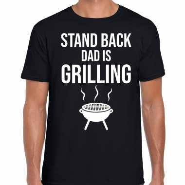 Stand back dad is grilling barbecue / bbq t-shirt zwart voor heren