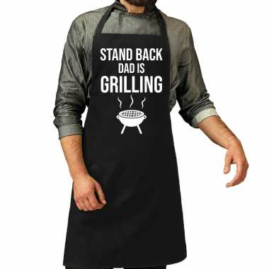 Stand back dad is grilling bbq / barbecue cadeau schort zwart voor he
