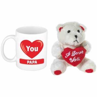 Vaderdag cadeau hartje i love papa beker / mok 300 ml met beige knuffelbeertje met love hartje