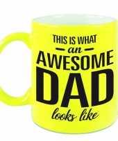 Awesome dad cadeau mok beker neon geel voor vaderdag 330 ml