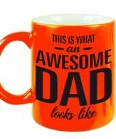 Awesome dad cadeau mok beker neon oranje voor vaderdag 330 ml