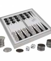 Backgammon spel met metalen fiches