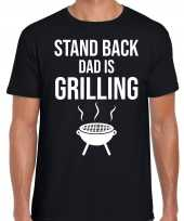 Stand back dad is grilling barbecue bbq t shirt zwart voor heren